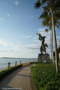 Monumental statue of a Tequesta man blowing a conch shell